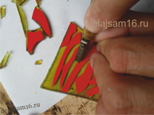 вырезаем стеклорезом
