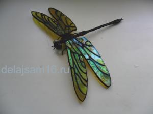 стрекоза из цветного стекла
