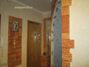 жидкие обои (шелковая штукатурка) и терракот в интерьере обычной квартиры